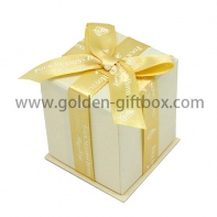 Lid & tray gift box with ribbon bow on lid