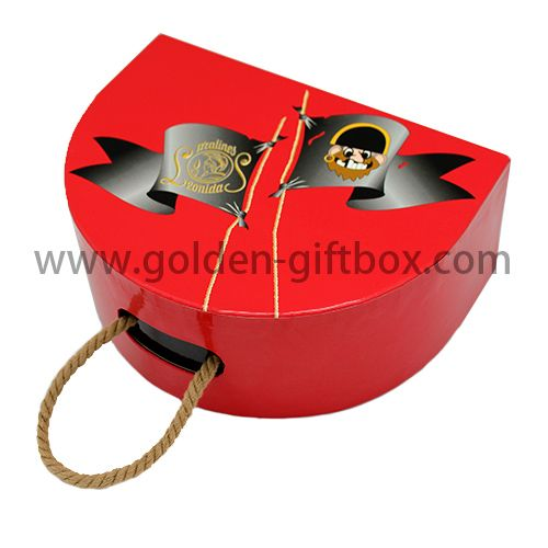 Pirate pattern hinged box with rope handle